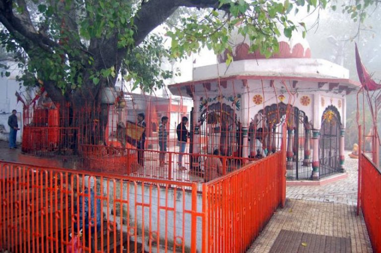 Move onto Mankameshwar Temple -    A List Of Must-See Things to Do When in Agra