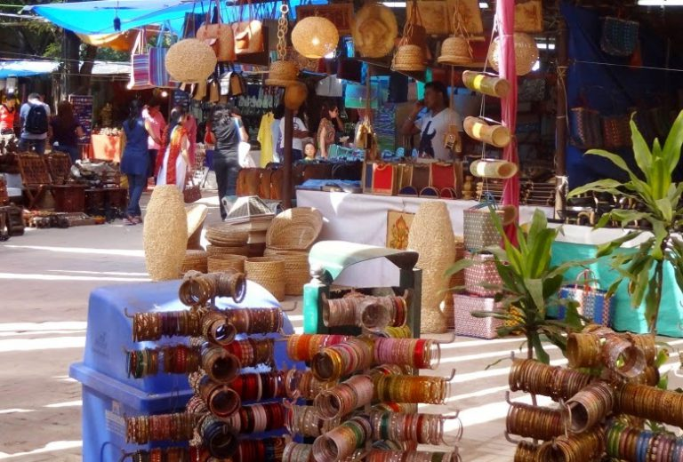 The Crafts Bazaars - Explore 7 Places in Delhi Dilli Dilwalon Ki With Luxurious Stay