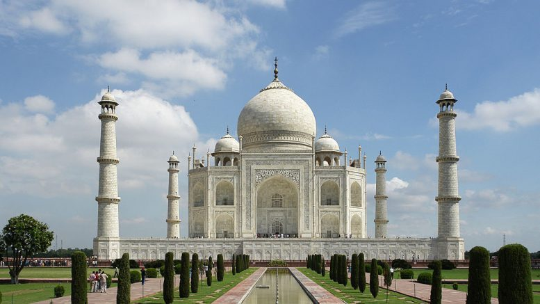 BEST PLACES TO EXPLORE & STAY IN THE CITY OF LOVE AGRA