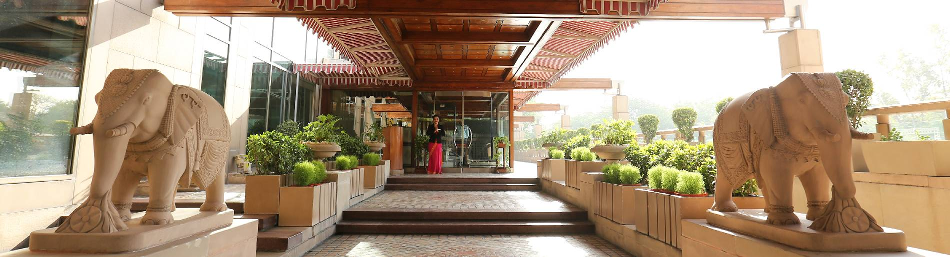 Business Meeting hotels near Delhi Airport